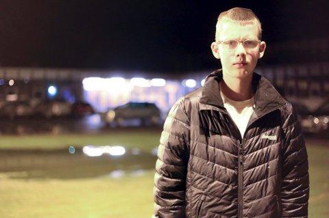TUNGE ÅR: Stian Rognmo Åsheim er i jobb i dag, men sier at han helst skulle gått på skole som jevnaldrende. Det er imidlertid satt litt på vent, etter at han mistet halvannet år av ungdomsskolen som følge av en mobbesak. Narvik kommune er ilagt et foretaksstraff på 40.000 kroner, som ifølge politiet først og fremst er begrunnet i at skolen ikke reagerte raskt nok da opplysninger om mobbing ble kjent. Foto: Fritz Hansen