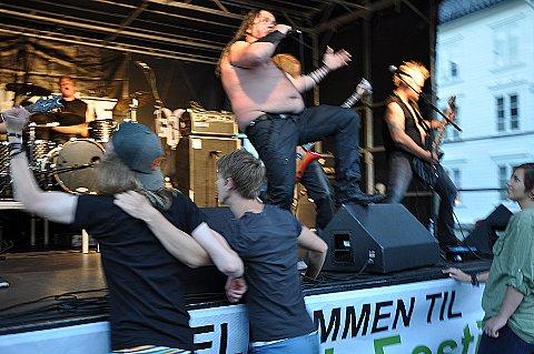 Politiet skal kunne gi dispensasjon fra støyvedtektene i forbindelse med arrangementer. Dette bildet er tatt i forbindelse med en Goatrock-konsert på brygga i 2012. (Arkivfoto)