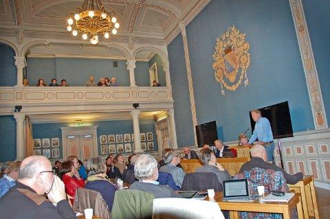 HØYT UNDER TAKET: Det var høyt under taket i bystyret i Porsgrunn torsdag. Politikerne fikk utrykke seg fritt og argumentene var mange.