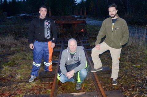 Pål Roberg og hans kumpaner Vasco Tørrissen (t.h.)og Andrew Larsen i Aurskogbanen er opptatte av å lage et levende miljø rundt Finstadbru stasjon.