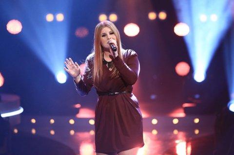 Tara Lill Flåten Nicolaisen (17) fra Lakselv skal gjennom Beatles-låten «Come Together» sanke nok stemmer til flere finalerunder i Idol.