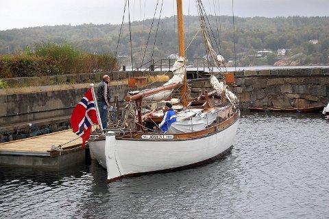 Ved Skottebrygga: Jærbuen II har hatt sin faste plass i trebåthavna ved Skottebrygga siden hjemkjøpet til Larvik for sju år siden. (Arkivfoto)
