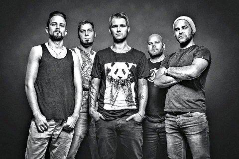 Snart plateklare og spillekåte: Fra venstre Ole Erik Furu (synth), Tor Raymon Pettersen (gitar), Kim Lunde, (vokal), Hans Christian Hjort (bass) og Torgeir Reiten (trommer).