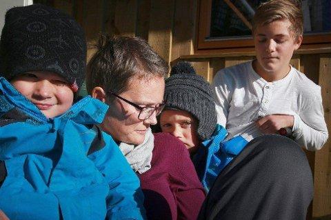 Kine Eliassen forberedte barna Aksel Johan (13), Morten (5) og Martinus (3) på at hun snart ville dø. Foto: Tom Melby