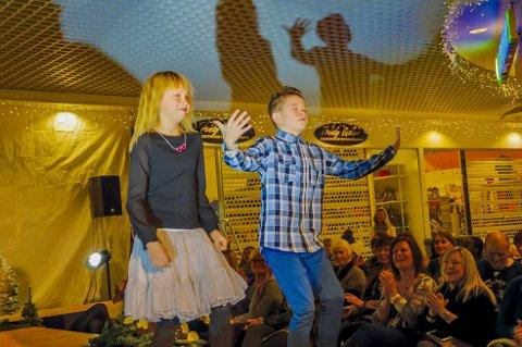 «Moves»: Eirik Holmen og Anea Agerup var ikke redd for      å vise fram noen «moves» på scene for dra opp stemningen.