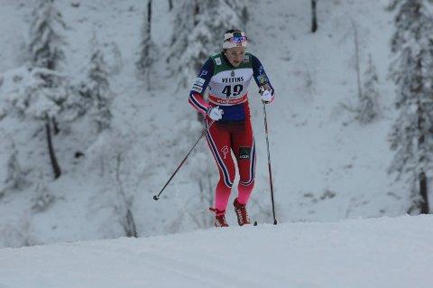 FIKK ROS: Brandbu-jenta Barbro Kvåle fikk skryt av landslagstrenere Roar Hjelmeset etter 15.-plassen på sprinten i Kuusamo lørdag. Foto: Tommy Gullord, Oppland Arbeiderblad