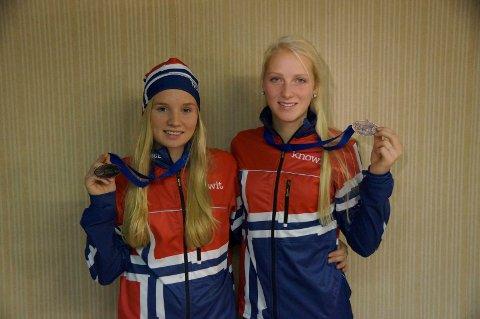 BRONSEJENTENE: Stine Lyse Klevengen (til venstre) og Oda Foss Almqvist vant hver sin bronsemedalje i junior-EM i hundekjøring. Alle foto: Lotte Friid Fladeby