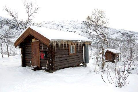 IDYLLISK: I Herringbotnfjellene kan du ta turen inn til Kløpfjelltjønnhytta for en rast eller en overnatting. Foto: Steinar Brubakk