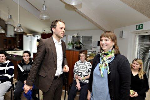 PIONER: Jennie Furulund under et besøk av tidligere kunnskapsminister Audun Lysbakken.