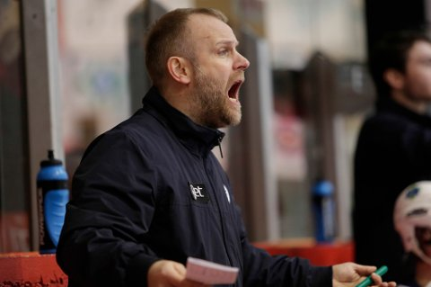 FIKK IKKE REVANSJE: Kenneth Larsen så Lørenskog gå på sesongens største tap på hjemmeis. Storhamar vant 4-0 og var klart best.