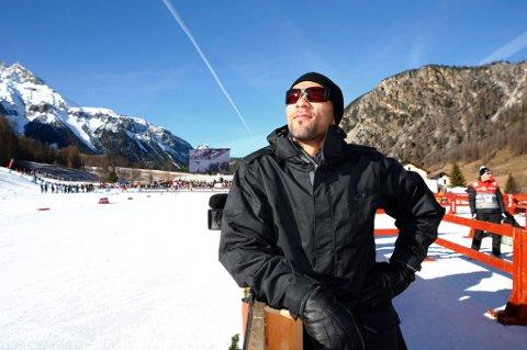 ohn Carew er leid inn som stunt reporter for nystartede sporten.com. Han er på sitt første langrennsløp, prologen i sprint i den 3. etappen i Tour de Ski i Val Müstair i Sveits tirsdag. Foto: Heiko Junge / NTB scanpix
