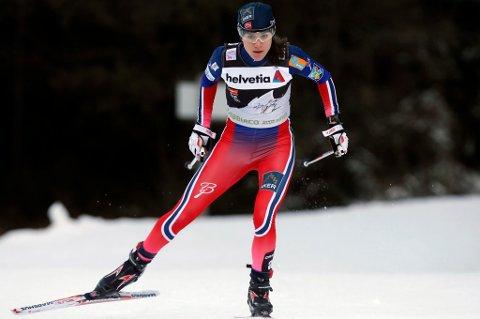 NEST BEST I VERDEN: Heidi Weng gikk inn til andreplass bak Marit Bjørgen på torsdagens jaktstart i Tour de Ski. Enebakk-jenta er i ferd med å feste et grep om andreplassen sammenlagt. FOTO: REUTERS