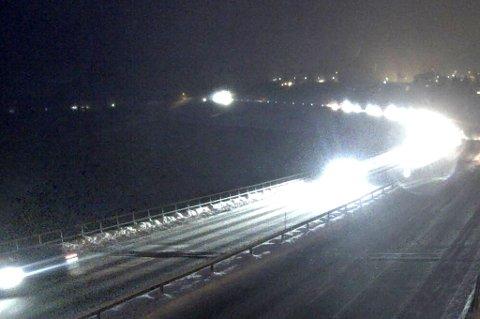 MINNESUND: Like nord for Minnesund, der dette bildet er fra, har seks biler punktert i det sørgående løpet - på samme sted. FOTO: STATENS VEGVESENS KAMERA