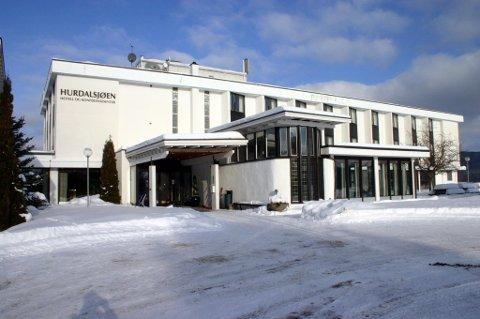 TILTALT: En 31 år gammel mann er tiltalt for drapsforsøk etter en episode hvor han skal ha stukket en kollega med saks under et julebord på Hurdalsjøen hotell i desember 2013.