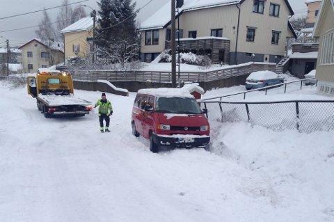I GRØFTA: Her i Stavveien på Strømmen var det full stopp for mannen som nå er anmeldt for fyllekjøring.