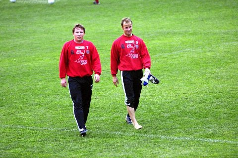 SENTRAL DUO: Rune Hareton (t.v.) og Espen Jensen sikrer gjerne opprykkskamper for Strømmen i ettermiddag.