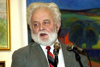 HISTORIEN: Bygdebokredaktør Kjell Jacobsen trakk de historiske linjene fra engelskbrukstida og fram til nå.