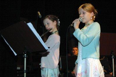 ARVTAKERE:   Sanna Frøshaug  og Frida Hol  Ellingsen fremførte «Det Vackraste».