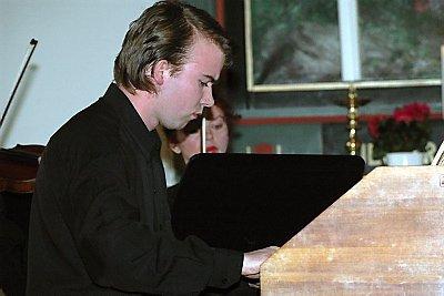 DEBUTERTE: Brønnøysund-gutten Andreas Lande debuterte på cembalo i Sømna kirke lørdag og var også solist under konserten i Brønnøysund søndag.