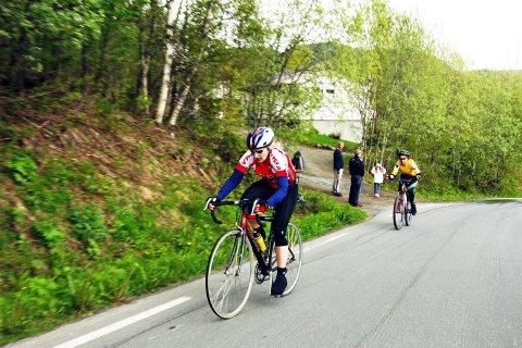 KJØRTE GODT: Marit Klaussen parkerer Lisbeth Albriktsen i Remma-bakken. Klaussen stilte i trimklassen og gjorde et godt løp.