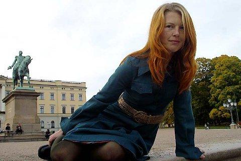 EIN SLAGS HEIMSTADDIKTING: Marita Liabø har skrive fire bøker på bokmål, men meiner sjølv ho skriv betre på nynorsk. Resultatet, det som kanskje blir det store gjennombrotet, blir å lese på nyåret med ein sogndøl i hovudrolla. Foto: Eli E. Vengen