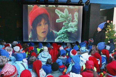 FIKK SE BLÅNISSEÅPNINGA Første episode av NRKs Blånisse-serie ble sendt på storskjerm på Bardufoss Hotell.