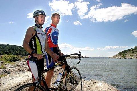 KLARE: Christian Bøen (til v.) og Per-Gunnar Mustad har alt klappet og klart til «Solkystens Triathlon» søndag.