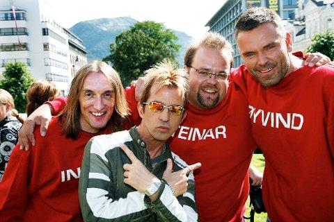 Øyvind Mund, hans lydmann Ingar Thorsen og kameramann Steinar Marthinsen er tilbake med mer «Gylne tider» denne høsten. I går var Limahl på plass for å promotere serien.