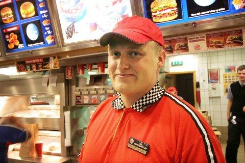 Påtvungen. Assisterende restaurantsjef Kjetil Edvardsen, likte ikke musikken.