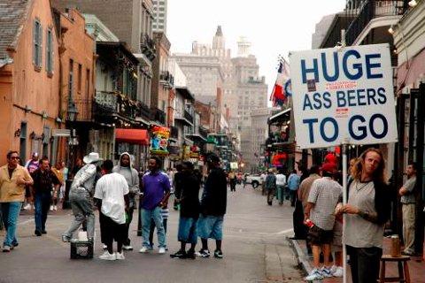 På Bourbon Street er det business as usual. På godt og vondt.