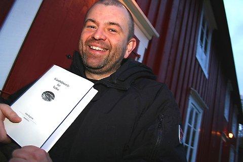 """HISTORISK:  Bygdebokforfatter  Espen Andresen er mannen bak """"Gardshistorie for Vefsn særbind VII a"""", som tar for seg Ømmervassbygda og øvre del av Drevja. Lørdag blir det foredrag ved Vefsn bibliotek og signering på Mosjøen Libris. Søndag presenterer han boka på Toven bygdehus.  (Foto: Stine Skipnes)"""