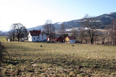 TILHØRTE GLITREKLINIKKEN: Glittre gård tilhørte en gang Glittreklinikken, og ligger rett nedenfor i samme lia.