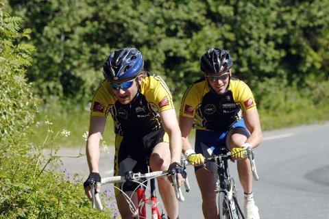 PRØVDE SEG: Erik Nordstoga og Øystein Pettersen prøvde å kjøre inn ledertrioen uten hell. Det ble til slutt 3. og 5. plass på de to.