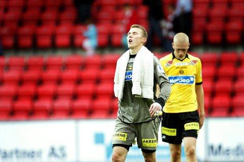 PRIMA KAMP: Otto Fredrikson sto en prima kamp og sikret ett poeng for LSK. Ikke rart han pustet lettet ut etterpå, med tre meget kvalifiserte redninger.  ALLE FOTO: LISBETH ANDRESEN