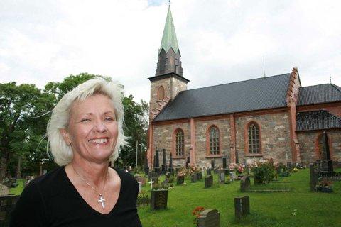 TRIVES: Torill Rambjør har hatt stillingen som kirkeverge på Tjøme i bortimot to måneder, og hun trives med både medarbeiderne og arbeidsoppgavene.()