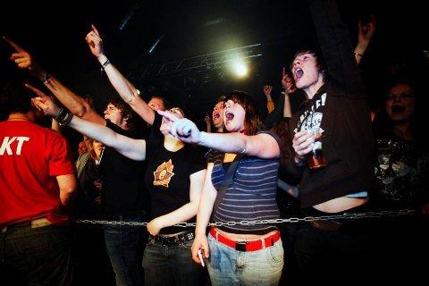 EKSTASE: Gjøvik-studentene var mildt sagt begeistret på Skambankts konsert lørdag.