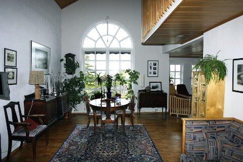 RUNDE FORMER: Ingunn tegnet et vindu med rund bue som setter særpreg på huset og gjør det mykere.