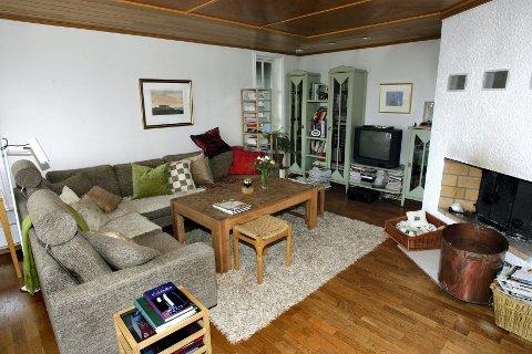 FAVORITTPLASSEN: Ingunn Brunstad Ekeberg har funnet sin favorittplass her i sofakroken.