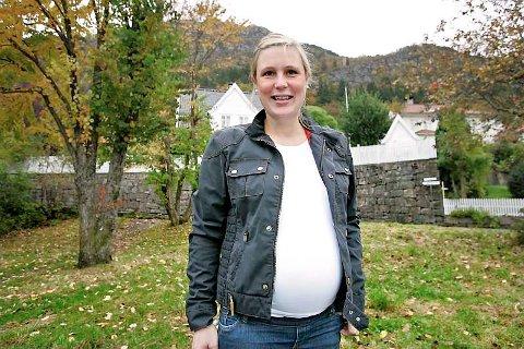 Trine Aasen Garmann er sprekere enn de fleste. Lørdag løp hun opp Stoltzen, i dag har hun termin og i går var hun på søndagstur med mannen Johan Henrik, Henriette (6), Hermine (2), Kristoffer (4) og hunden Santo.
