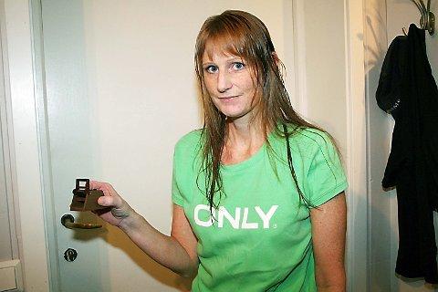 HESLIG: Eva Marie Sølberg synes det er heslig med mus i huset.  (Foto: Anne-Kristine Bastholm)