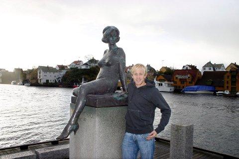 TO KJENDISER: Det spørs om ikke Petter Larsen og resten av lagkameratene setter selv Marilyn Monroe i skyggen hvis de vinner cupfinalen på Ullevaal søndag.  ALLE FOTO: PER MORTEN SØDAL