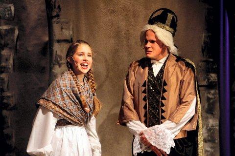 """SONJA: Madelen Heggedal synger godt, og er en nydelig Sonja i """"Reisen til julestjernen"""". Stram konge er Lars Christian Wahlberg.  ALLE FOTO: ROAR GRØNSTAD"""