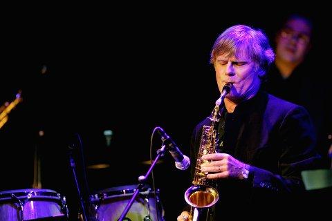 GOSPEL: Saksofonist Arild Stav har med seg gospelband.