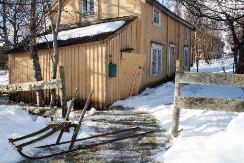 FLYTTER: Såpass mye er ødelagt i og rundt boligen til Bergljot Alsgård at hun ikke kommer til å flytte tilbake.