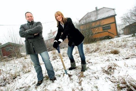 I VINTER: Ferske tomtekjøpere ventet spent på fortsettelsen da vi var på besøk hos Inger-Lise og Ronny Arnesen i Nittedalsgata 93 for første gang .FOTO: ROAR GRØNSTAD