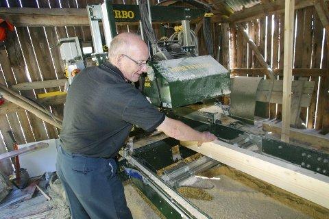 Allsidig. Den nye saga tar tømmerstokker på opptil 45 cm i diameter og sager alle dimensjoner.