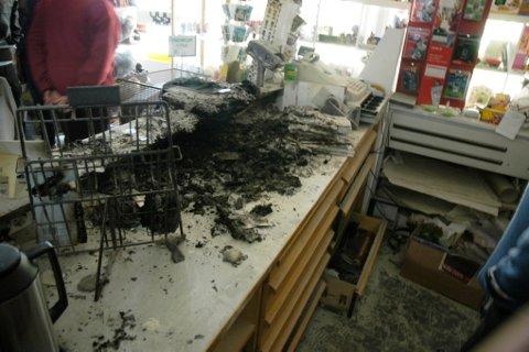 Slik så det ut i diskområdet i Putten etter fredagens brann. Den startet i en vekt under en liten hylle på disken. (Foto: Terje Lisødegård)