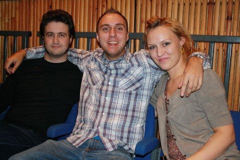 Jurymedlem Tarjei Lyssand (29) (t.v.)sammen med Siv Arlind Ramsdal, som besøker festivalen for femte gang på rad, (28) og Arild Ramsdal (21). Alle tre satt på bakerste benk på åpningsdagen av Os Internasjonale Filmfestival (05.11.2008).