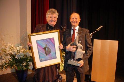 Helga Arntzen delte ut prisen til Elias Akselsen.