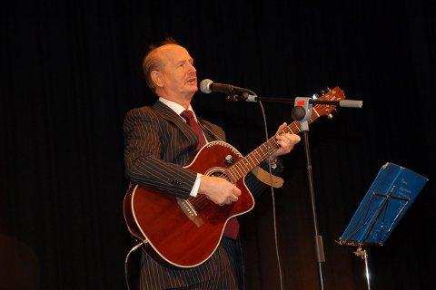 Både Elias Akselsen sang og hans personllige erfaringer gjorde sterkt inntrykk på publikum.